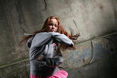 adolescentes enfadada
